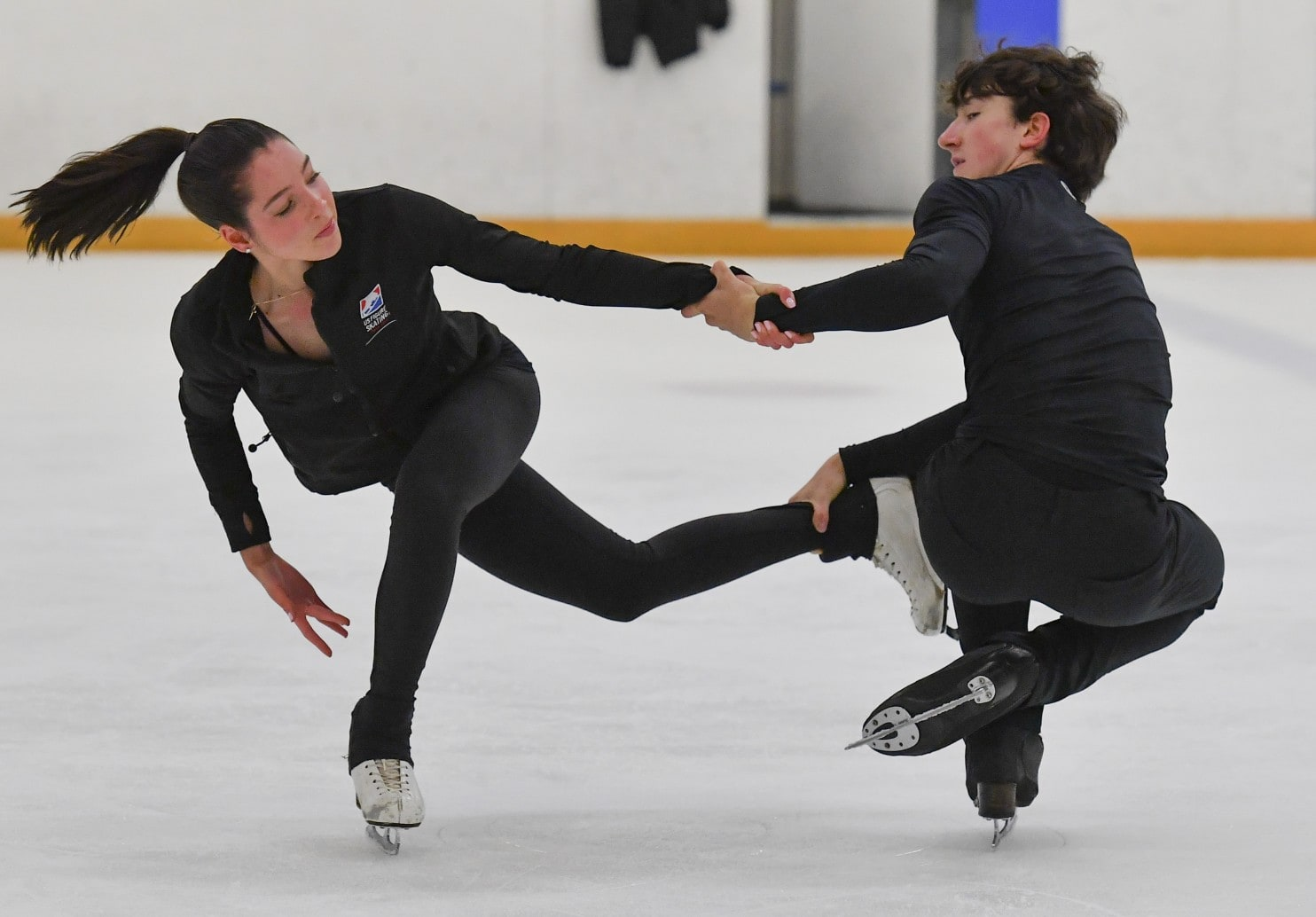 Lorraine McNamara & Quinn Carpenter ice dance performance.